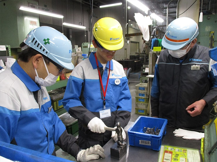 Students of Tanabe High School experiencing practical training (Kyotanabe Plant)